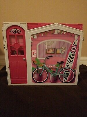 Barbie Glam Vacation Dollhouse Pink Foldable Mattel 2009 Preowned