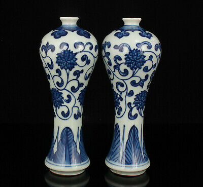 A Pair Chinese Old Hand-painted Flower Pattern Blue And White Porcelain Vase