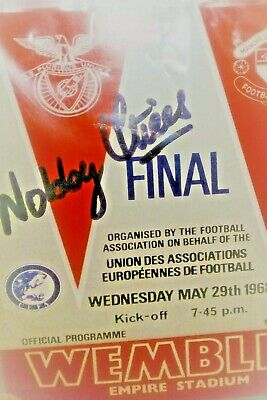 425 - 1968 European Cup Final programme card signed by Nobby Stiles