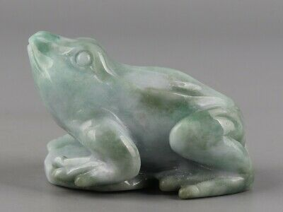 Chinese Exquisite Hand-carved frog Carving jadeite jade statue
