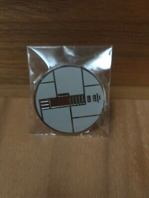 Star Wars Galaxy's Edge Savi's Workshop Custom Lightsaber Peace and Justice Pin