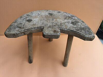 OLD ANTIQUE PRIMITIVE WOODEN LEGGED STOOL CHAIR TRIPOD 19th