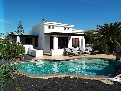 Villa in Playa Blanca,bespoke Heated Pool,Free Wifi with english tv channels