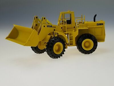 Conrad Made West Germany Clark 125B Tractor Shovel Scale Model 2884 In Box 1/50