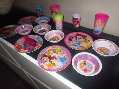 TRES BEAU LOT DE 16 PIeCES DISNEY PRINCESSE,TROLLS,REINE DES NEIGES