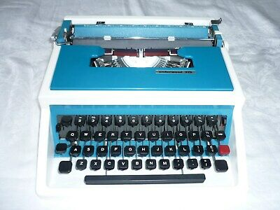 Vintage/Retro UNDERWOOD 315 Portable Typewriter with Original Case -Perfect Cond