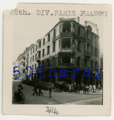 WWII US GI Photo - View Of Rubble Around Corner Building Outside Paris 1944