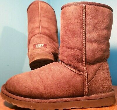 Ugg Australia 5825 Classic Short Dark Brown Sheepskin Boots Size Women S 7