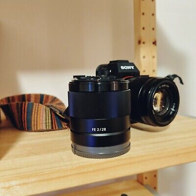 Sony FE 28mm F2 Wide Angle Lens in Excellent condition