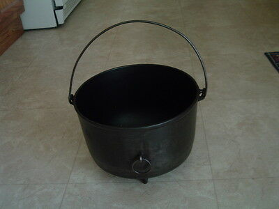 Vintage Favorite Piqua Ware #9 cast iron 3 legged pot kettle cauldron CLEAN!