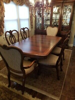 DINING ROOM SET - Thomasville in excellent condition (Table ...