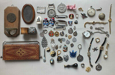 Important Lot D Objets Dont Broches Montres Medailles Pendentifs ...
