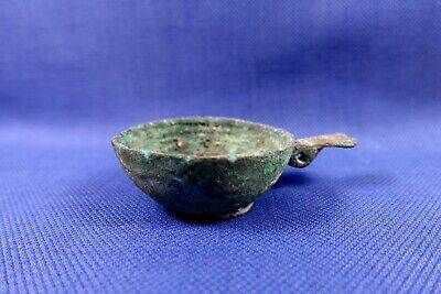 ANCIENT LURISTAN BRONZE AGE DRINKING CUP WITH HANDLE 1200-800BC. COUPE en BRONZE