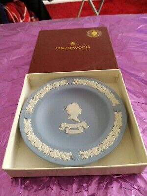 Wedgwood Jasperware plate 1992 - 40th Anniversary of the Queen on the throne.