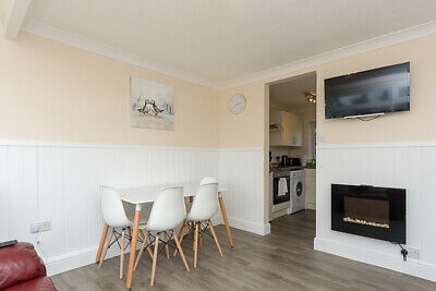 UK 7 September couples holiday let self catering Norfolk Broads Great Yarmouth