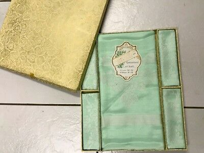 Vintage Boxed Green Irish Damask Tablecloth & 4 Napkins Unused 52x52 Inches