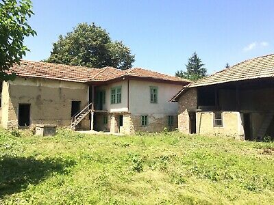 Bulgarian house with traditional features with Shop & Large Barn, close to city