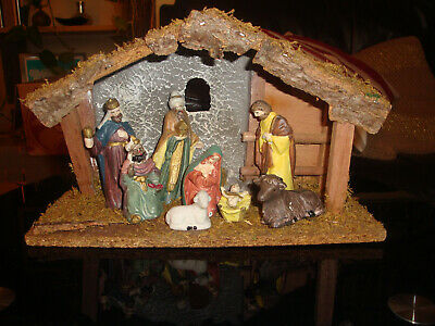 Nativity Scene Wooden Stable And Porcelain Figures Christmas VINTAGE