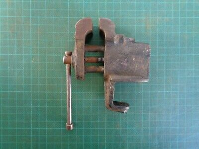 Vintage small vice, no brand, missing a screw for clamp, for restoration