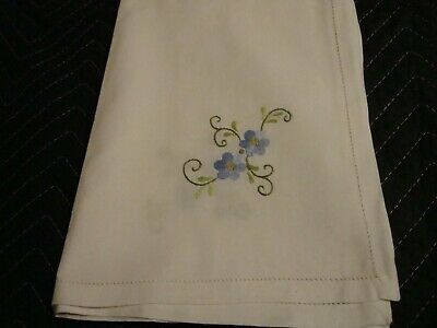 """Lovely Vintage Tablecloth 34"""" Sq"""" + (6) Napkins 12"""" Sq White Blue Embroidery 180"""