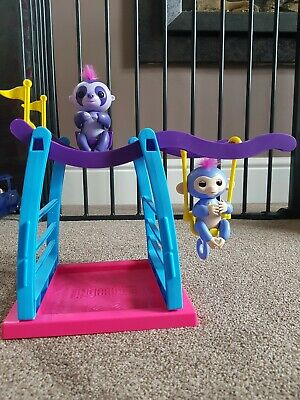 Fingerlings monkey bar playset with 2 Fingerlings - very good condition