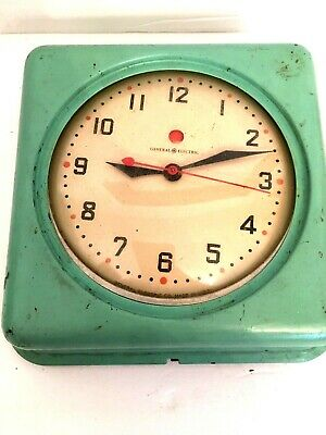 Midcentury General Electric GE Kitchen Clock for Parts or Repair Green Model 2H0