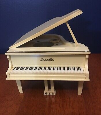 Franklin - AM Bakelite grand piano  radio. Excellent working condition.