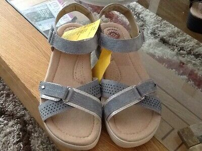 EARTH SPIRIT grey SUEDE fully adjustable Double Strap sandals size 4. Bnwot.