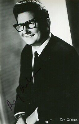ROY ORBISON . Autograph . Hand signed . 3-5 Inch . Excellent condition .