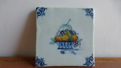 Antique polychrome Dutch Delft tile Ancien carreau polychrome Fruits  .7