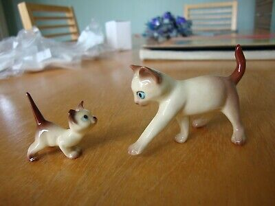 Pair of Pottery Cat Ornament Collectable figures - Mummy Cat & Kitten
