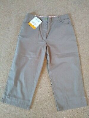 BNWT Girl's Regatta Capri Trousers. Age 11-12 years (152cm). Soft Truffle Beige