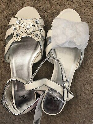 BNWT Girls White Flower Sandals Size 6 RRP £14 F&F