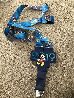 Disney Parks 2019 Mickey & Friends  Pin Lanyard  Reversible NEW