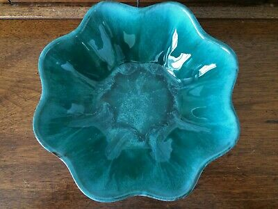 Vintage MCM Blue Mountain Pottery Canada (BMP) ~ Large Scallop Edge Bowl
