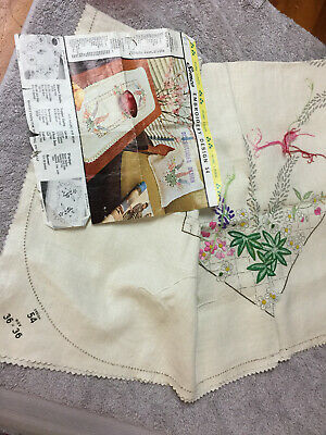 Hand Embroidered  Linen Vintage Small  Semco Design 54 Table Cloth   T0 Do