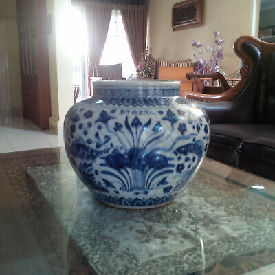 Chinese Antique Ming B/W Fish and Algae Jar w/ Mark