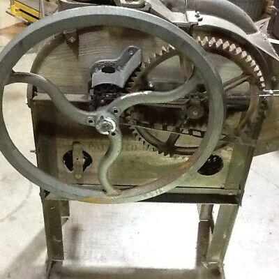 JOHN DEERE No 2 CORN SHELLER