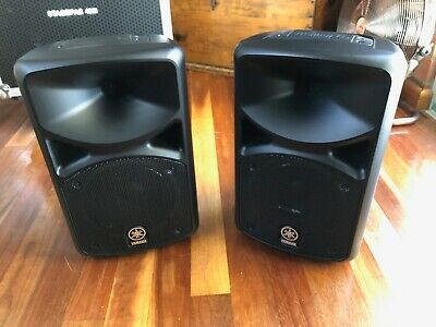 Yamaha STAGEPAS 400i 400 watt portable PA with Flight Case and Speaker Stands