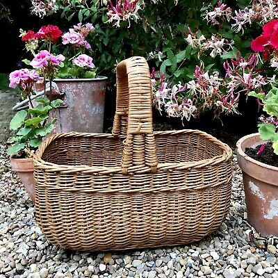 vintage wicker shopping/ picnic basket  with a beautiful squared handle