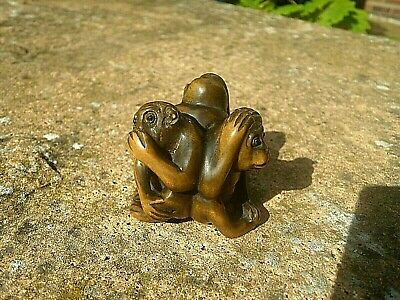 Hand carved box wood netsuke 3 wise monkeys back to back collectable figure