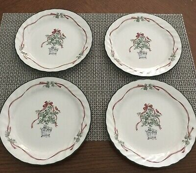 Set Of 4 Corelle Callaway Ivy HOLIDAY Bread and Butter Plates Christmas Tree