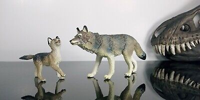 Pair of Timber Wolf Figures by Safari LTD. 1990 - Vintage Grey Wolf Toy