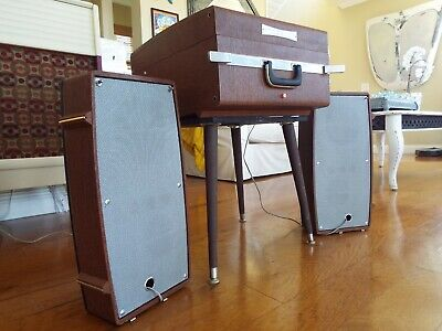 VINTAGE MAGNAVOX STEREO Vinyl Record Console Phonograph with