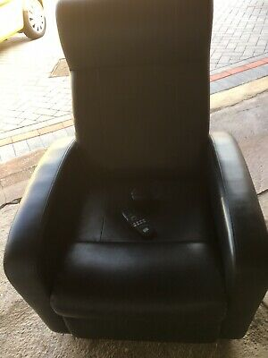 Black leatherElectric  massage chair with manual reclining in good working order