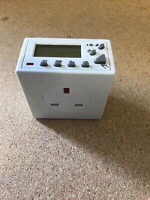 Homebase Digital Lcd Electronic Plug-In Programmable 24 Hr Timer Switch Socket