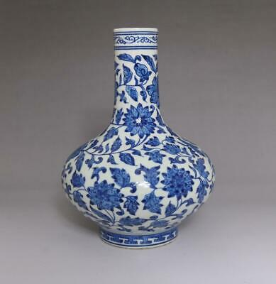 Finely Antique Porcelain Chinese Blue and White Flower Pattern Vase