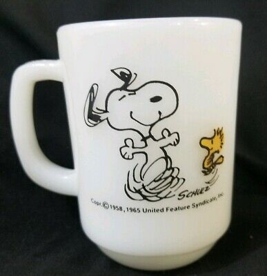 Vintage Fire King Mug Snoopy & Woodstock Peanuts At Times Life Is Pure Joy 1965