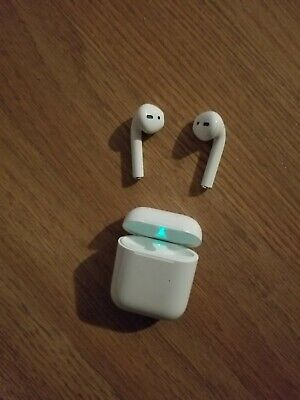 Apple AirPods with Wireless Charging Case - White (MRXJ2AM/A)used