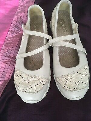 Skechers Mary Jane Lace Cream Size 4 Hardly Worn